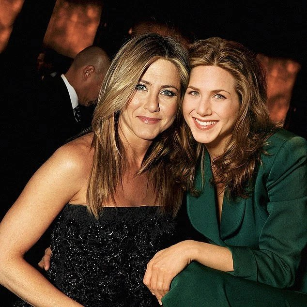 Jennifer Aniston from now with Rachel Green in the first season (Credit: @ardgelinck)