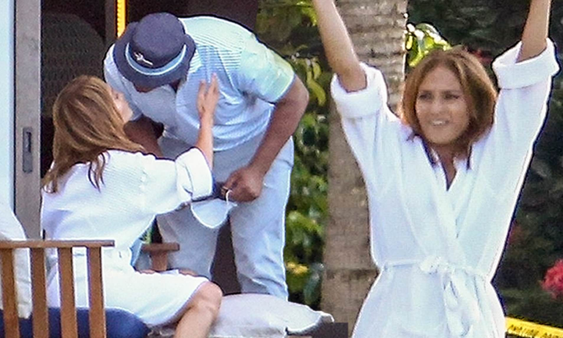 Jennifer Lopez and Alex Rodriguez put split rumors to bed with kiss in the Dominican Republic